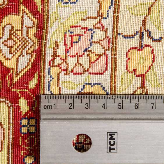 Orienttepppich aus Seide. TÜRKEI/KAYSERI, 20. Jahrhundert, ca. 125x79 cm. - Foto 4