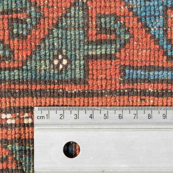 Orientteppich. 20. Jahrhundert, ca. 240x260 cm. - Foto 4