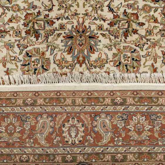 Orientteppich. 20. Jahrhundert, 347x248 cm. - Foto 3
