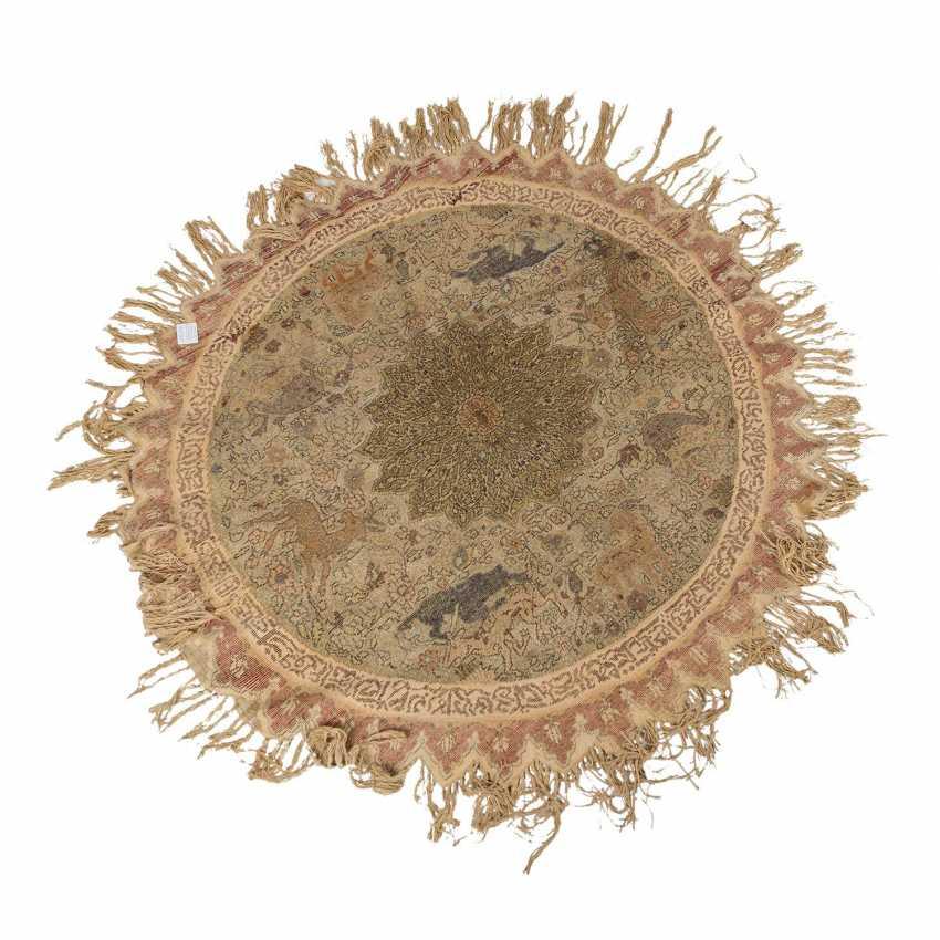 Orientteppich. 1. Hälfte 20. Jahrhundert, D ca. 142 cm. - Foto 2