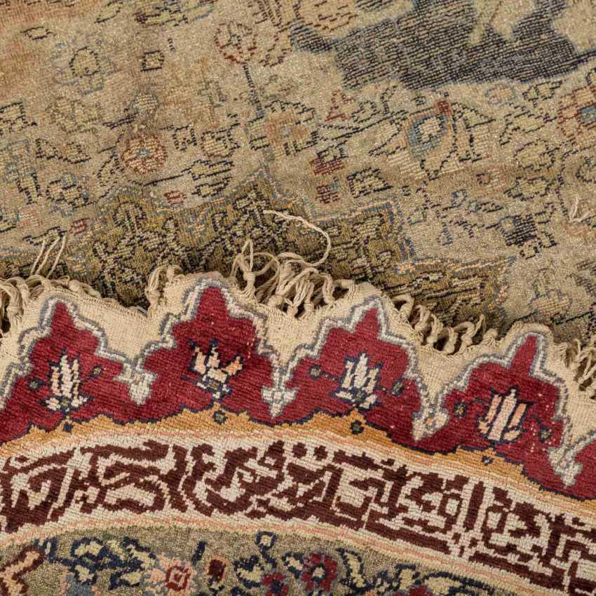 Orientteppich. 1. Hälfte 20. Jahrhundert, D ca. 142 cm. - Foto 3