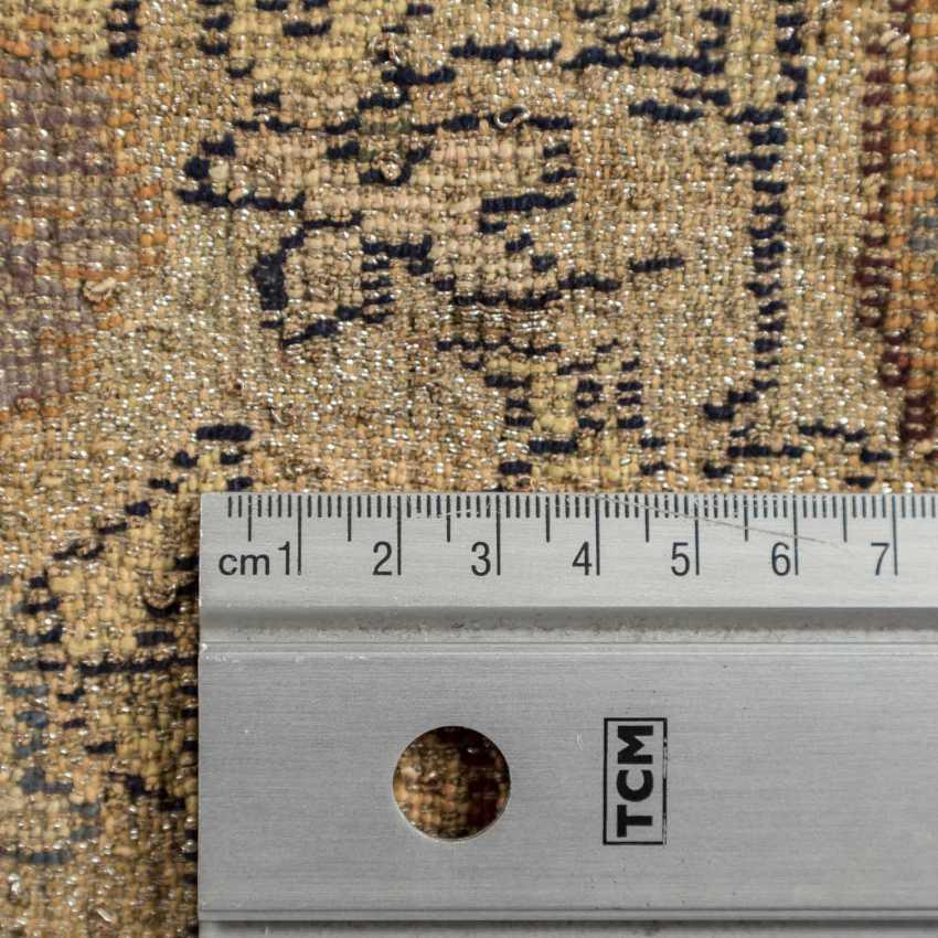 Orientteppich. 1. Hälfte 20. Jahrhundert, D ca. 142 cm. - Foto 4