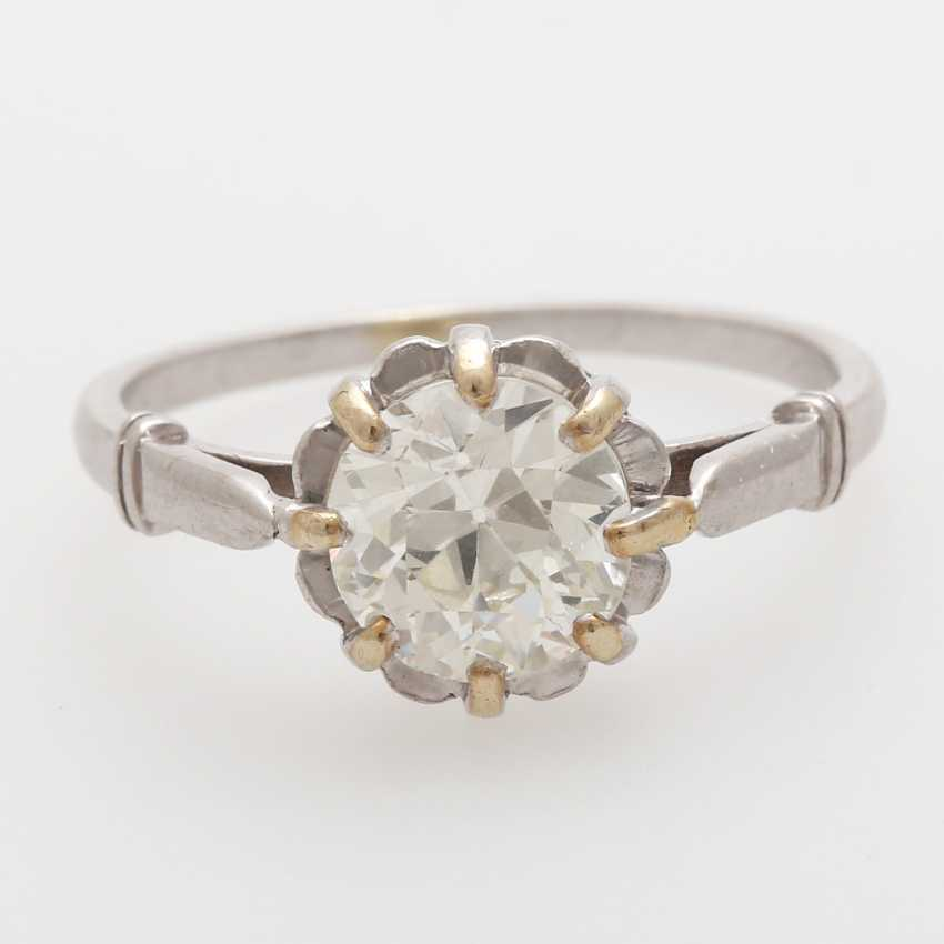 Ladies ring with one old European cut diamond,