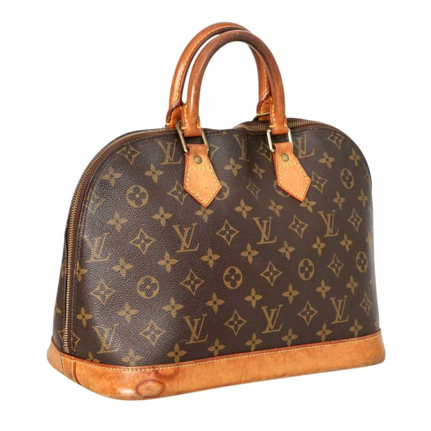 1dfbc611aa37 Lot 5. LOUIS VUITTON handbag