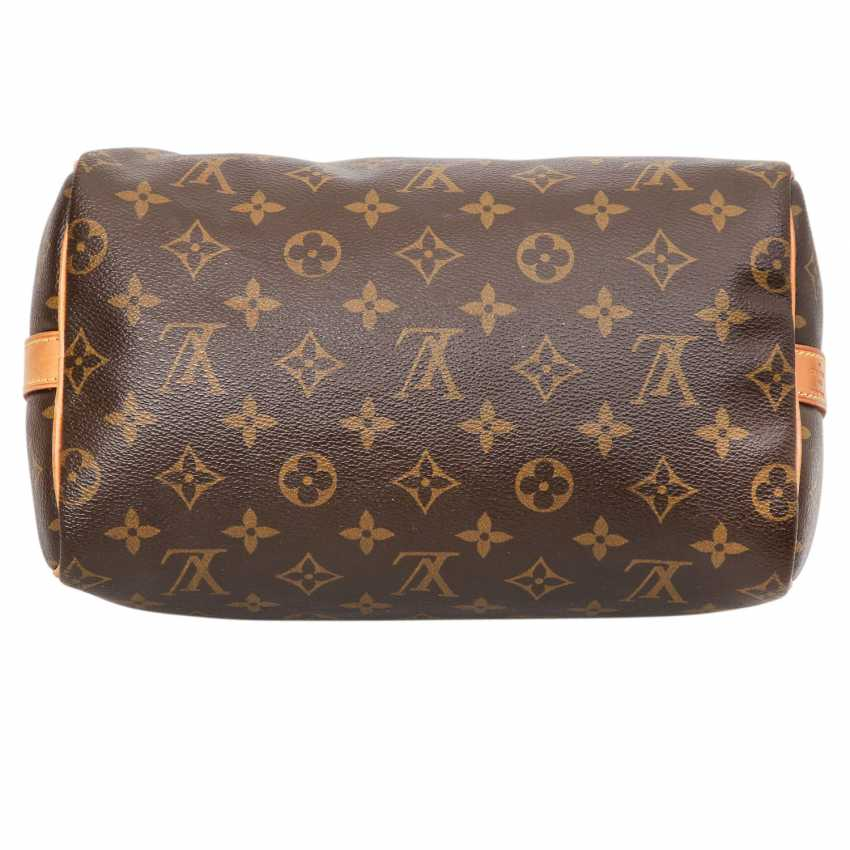 ce5b6363d334 Lot 14. LOUIS VUITTON handbag