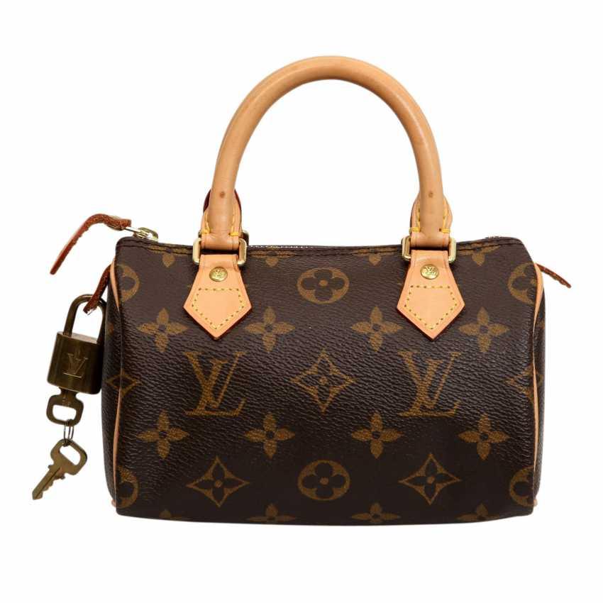 86106a616060e Lot 15. LOUIS VUITTON Mini bag