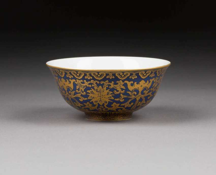 FINE BOWL WITH DECORATION OF BUDDHIST LOTUS - photo 1
