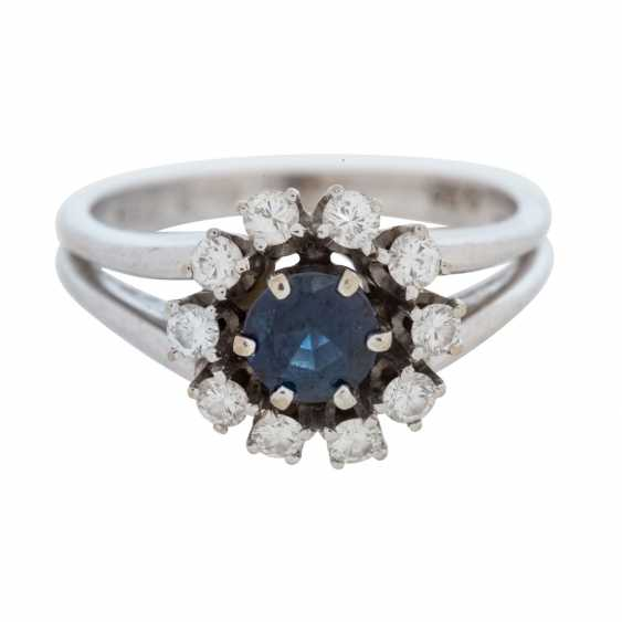 Ladies ring with a round faceted sapphire and 10 diamonds. - photo 6
