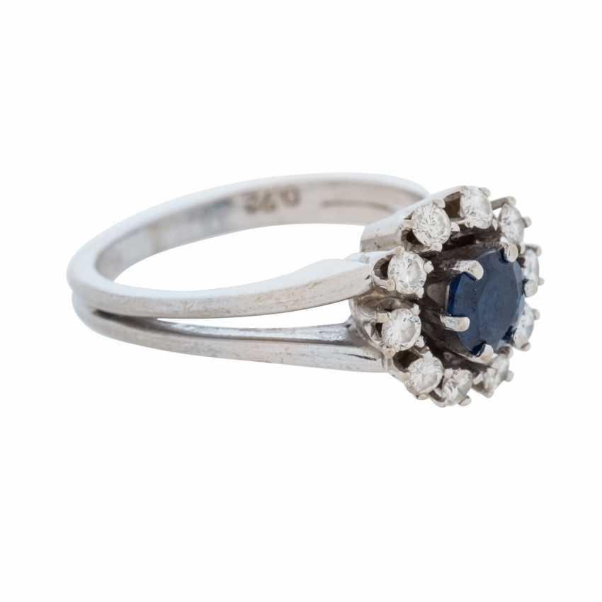 Ladies ring with a round faceted sapphire and 10 diamonds. - photo 1