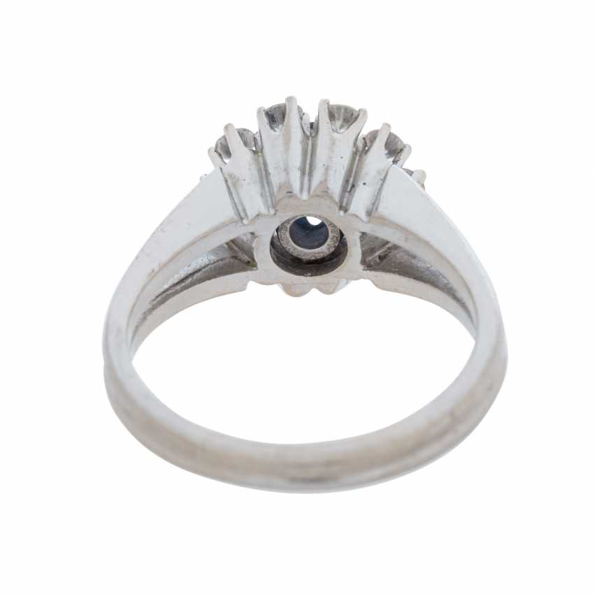 Ladies ring with a round faceted sapphire and 10 diamonds. - photo 4