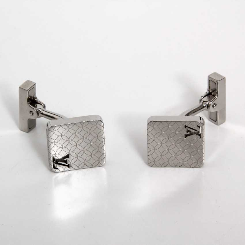 7451c4b828323 Lot 3630. LOUIS VUITTON elegant cufflinks