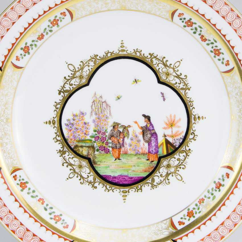 Exceptional Ceremonial Plate: Meissen Porcelain. Chinoiserie, Johann Georg Höroldt. Pfeiffer-Period 1924-34. Very rare. - photo 2