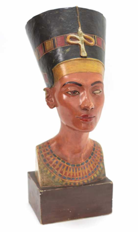 Bust of Nefertiti. Very early replica to Tina Haim-Wentscher to 1920 in original size, Gipsformerei state. Museums Bln - photo 5
