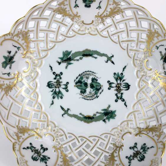Breakthrough-Cup Meissen porcelain: Hofdrache in green, gold chat discounted, gold edge, five ornate cartouches, 1. Choice. - photo 2