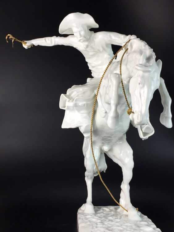 """Frederic Remington """"The Broncho Buster"""" The Bronco Buster, Kaiser porcelain, limited edition 57/100, grandiose work!! - photo 3"""