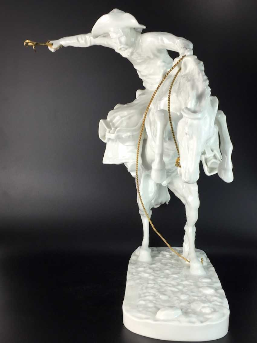"""Frederic Remington """"The Broncho Buster"""" The Bronco Buster, Kaiser porcelain, limited edition 57/100, grandiose work!! - photo 4"""