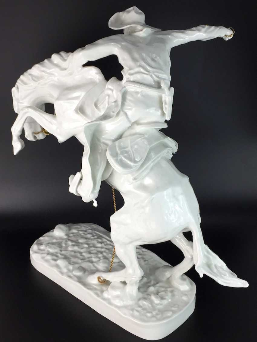 """Frederic Remington """"The Broncho Buster"""" The Bronco Buster, Kaiser porcelain, limited edition 57/100, grandiose work!! - photo 9"""