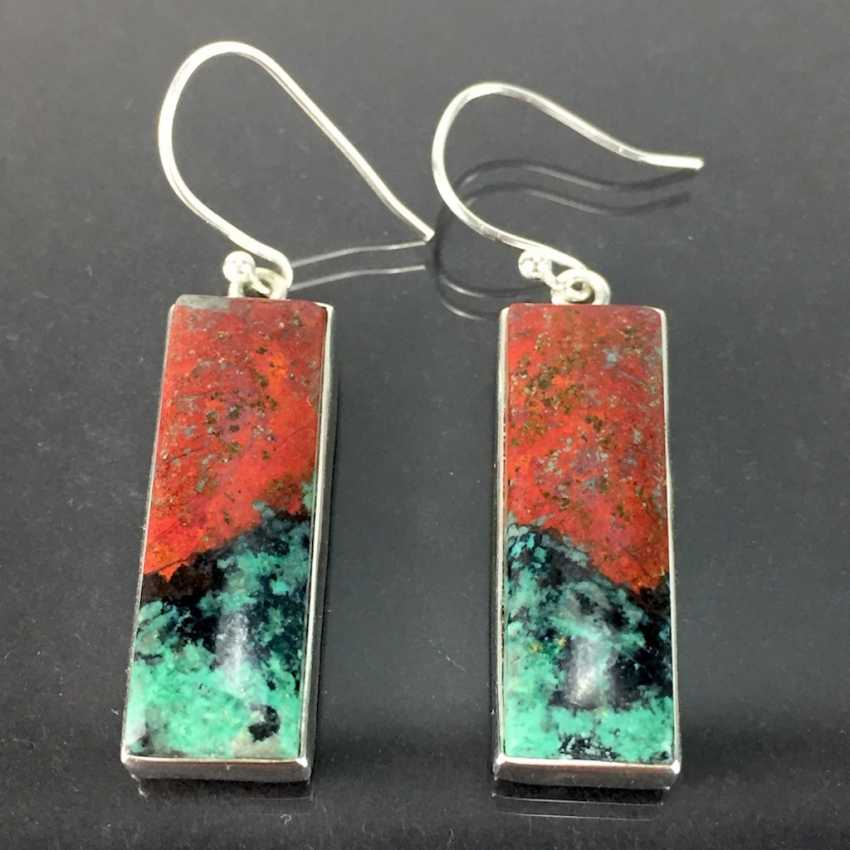 Pair of modern earrings, of elongated rectangular Form, chrysocolla with Cuprite / Rotkupfererz, in silver 925. - photo 2
