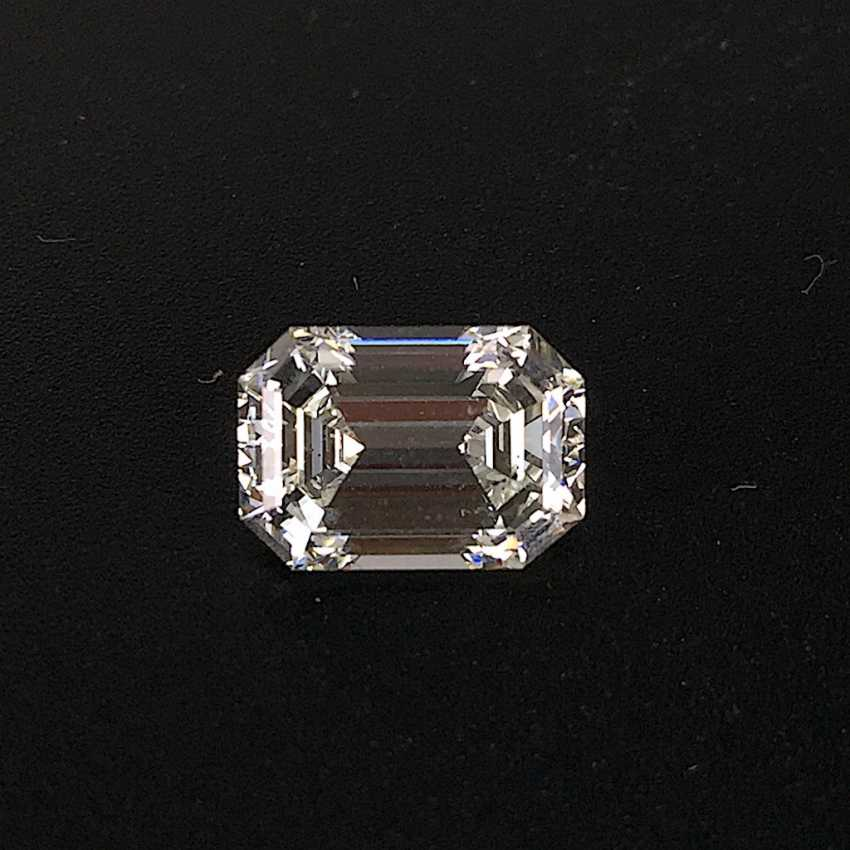 Big diamond in the emerald cut / Emerald Cut: 2,483 ct.,Top Wesselton plus / Fine White plus, cut is excellent. - photo 1