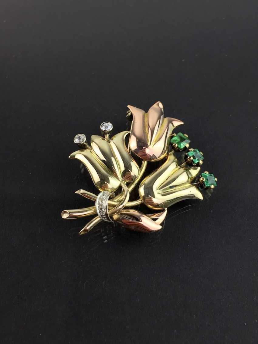 Unusual flower brooch with brilliants and emeralds, Yellow-, Red -, and White Gold 585. Unique item in very good condition - photo 1