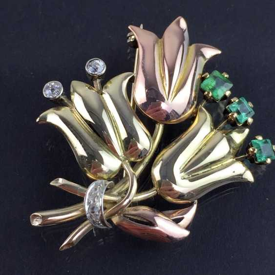 Unusual flower brooch with brilliants and emeralds, Yellow-, Red -, and White Gold 585. Unique item in very good condition - photo 2