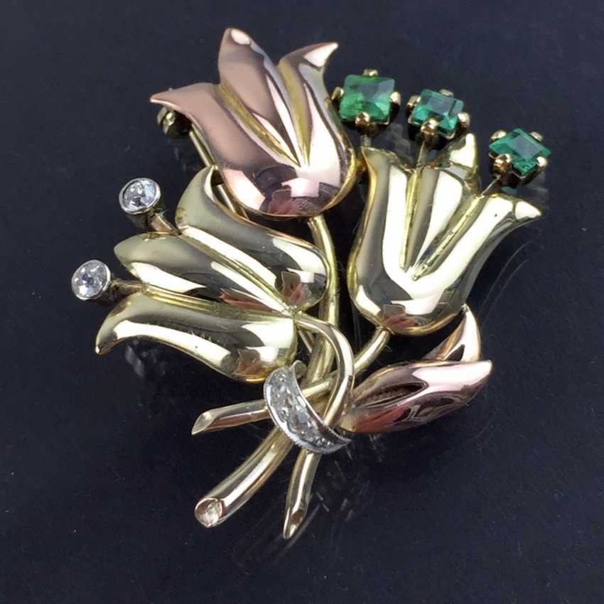 Unusual flower brooch with brilliants and emeralds, Yellow-, Red -, and White Gold 585. Unique item in very good condition - photo 3