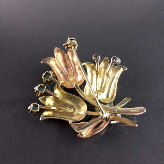 Unusual flower brooch with brilliants and emeralds, Yellow-, Red -, and White Gold 585. Unique item in very good condition - photo 5