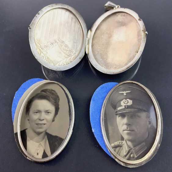 Patriotic pendant / Locket-pendant / folding trailer: with two photos, engraved, enamelled in dark blue, around 1940, - photo 3