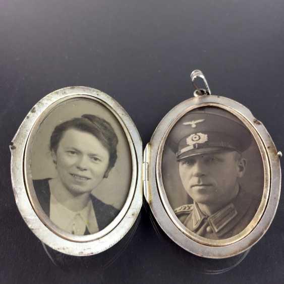 Patriotic pendant / Locket-pendant / folding trailer: with two photos, engraved, enamelled in dark blue, around 1940, - photo 4
