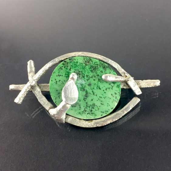 Designer brooch Sterling silver 925, poached worked with green chalcedony. - photo 1