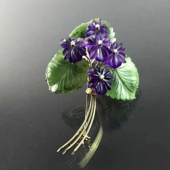 Exclusive Jade-Amethyst-And-Diamond Brooch: Bouquet Of Violets, Yellow Gold 585,1. Half of the 20. Century Unique! - photo 4