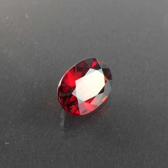 Large, dark red Spessartine / Mandarin garnet: 7,4 carats. - photo 2