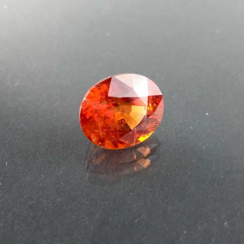 Large Spessartine / Mandarin garnet: 7,9 carat, excellent color. - photo 1