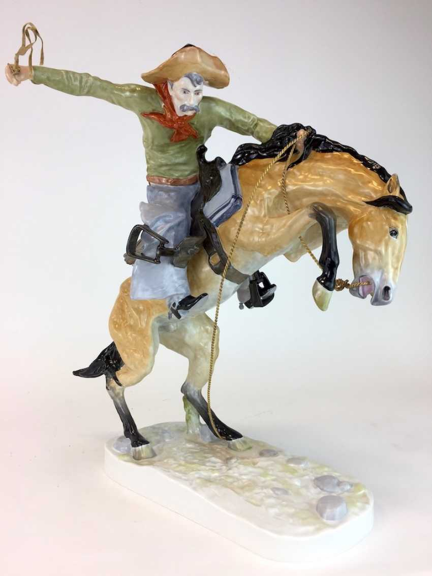 """Frederic Remington """"The Broncho Buster"""" The Bronco Buster, Kaiser porcelain, limited edition, painted. One of a kind! - photo 1"""