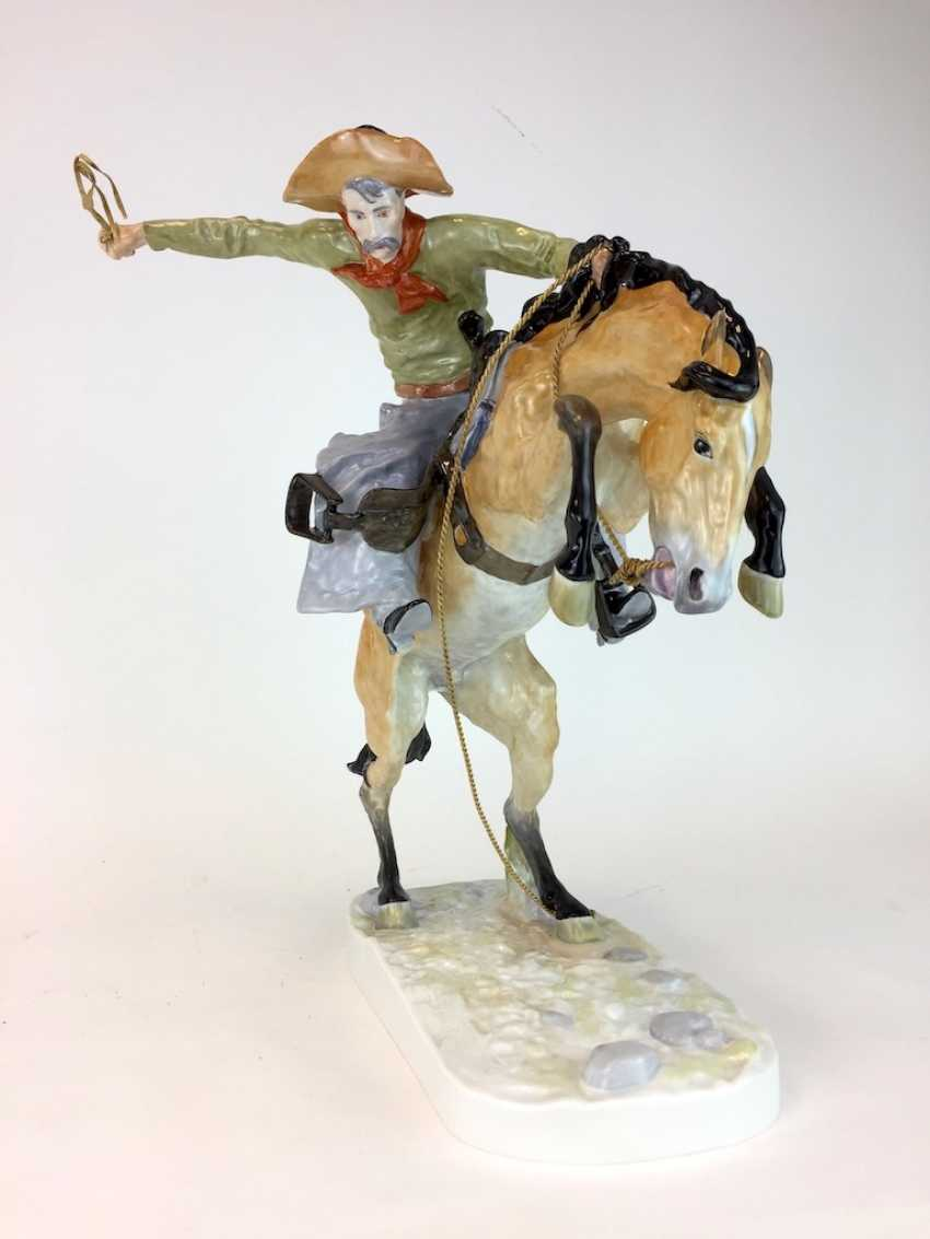 """Frederic Remington """"The Broncho Buster"""" The Bronco Buster, Kaiser porcelain, limited edition, painted. One of a kind! - photo 2"""