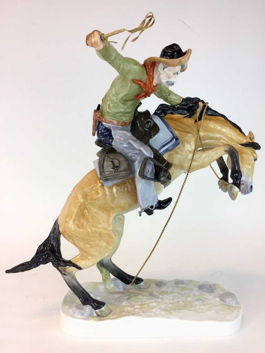 """Frederic Remington """"The Broncho Buster"""" The Bronco Buster, Kaiser porcelain, limited edition, painted. One of a kind! - photo 3"""