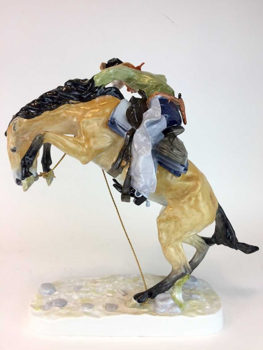 """Frederic Remington """"The Broncho Buster"""" The Bronco Buster, Kaiser porcelain, limited edition, painted. One of a kind! - photo 7"""
