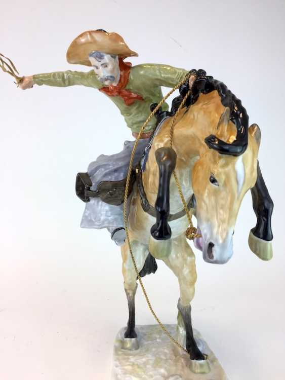 """Frederic Remington """"The Broncho Buster"""" The Bronco Buster, Kaiser porcelain, limited edition, painted. One of a kind! - photo 8"""