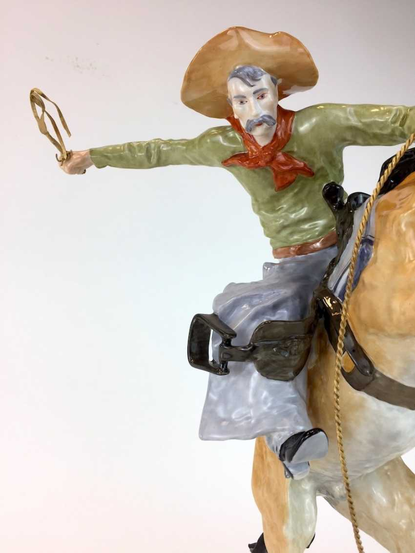 """Frederic Remington """"The Broncho Buster"""" The Bronco Buster, Kaiser porcelain, limited edition, painted. One of a kind! - photo 9"""