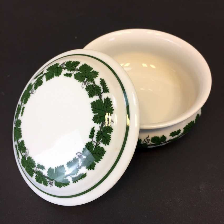 Jewelry Box / Zierdose: Meissen Porcelain Vine Leaf. - photo 1