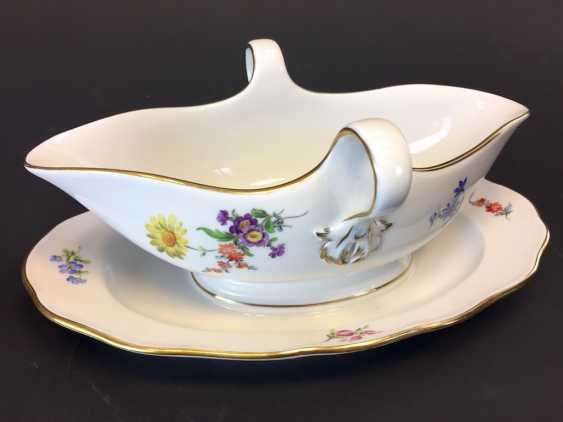 Gravy Boat: Meissen Porcelain. Flower 3 and scattered flowers. The gold edge. - photo 2