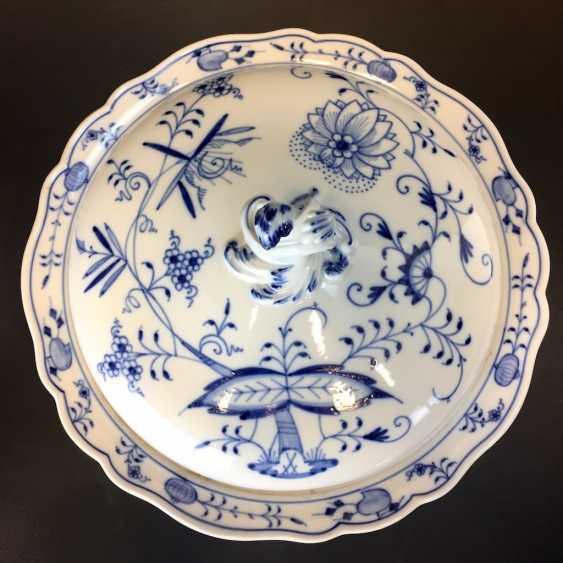 Large round tureen: Meissen porcelain onion pattern. - photo 3