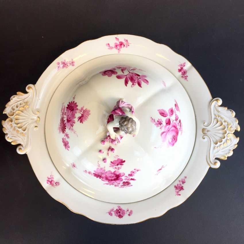Great Lid-Terrine: Meissen Porcelain. German flower in purple. Putto with cornucopia. - photo 2