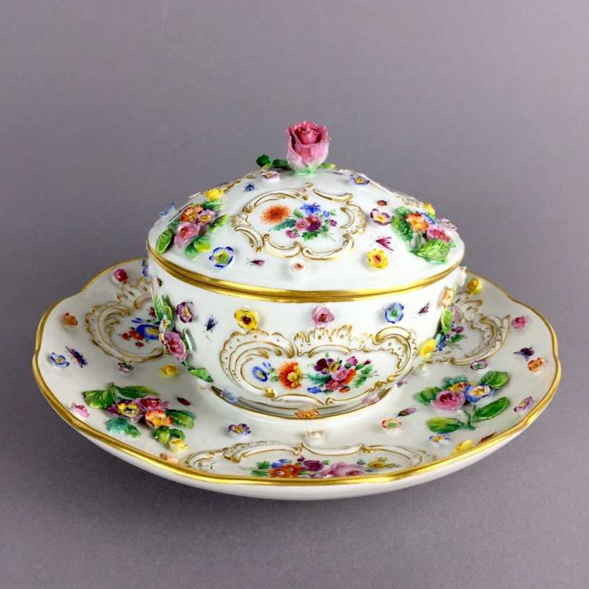 Ernst August, people, Ritz, for the Royal porcelain manufactory Meissen: lid tureen on Presentoir, put flowers in 1860 - photo 1