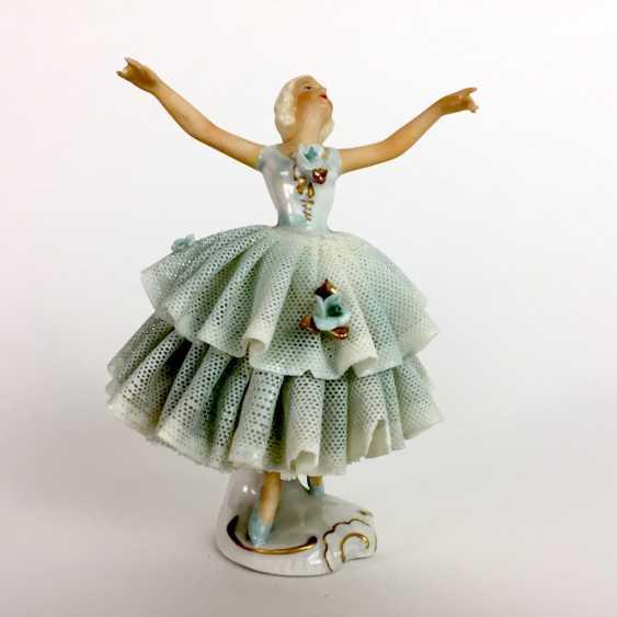 Ballerina im Tüllkleid: Porzellan. Unterweißbach, um 1940. - Foto 3