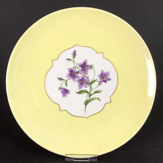 Institutional / Wall Is Adorned With Plates: Meissen Porcelain. Decorative flower 1, gold edge, very good. - photo 1