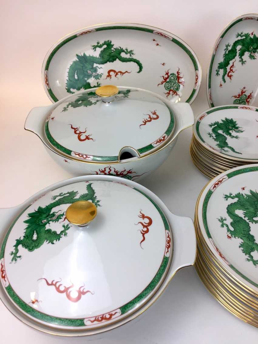 "Extensive food Service: Marked ""Meissen porcelain painting"", decorative Green dragon, gold edges, 12 people, very well - photo 4"