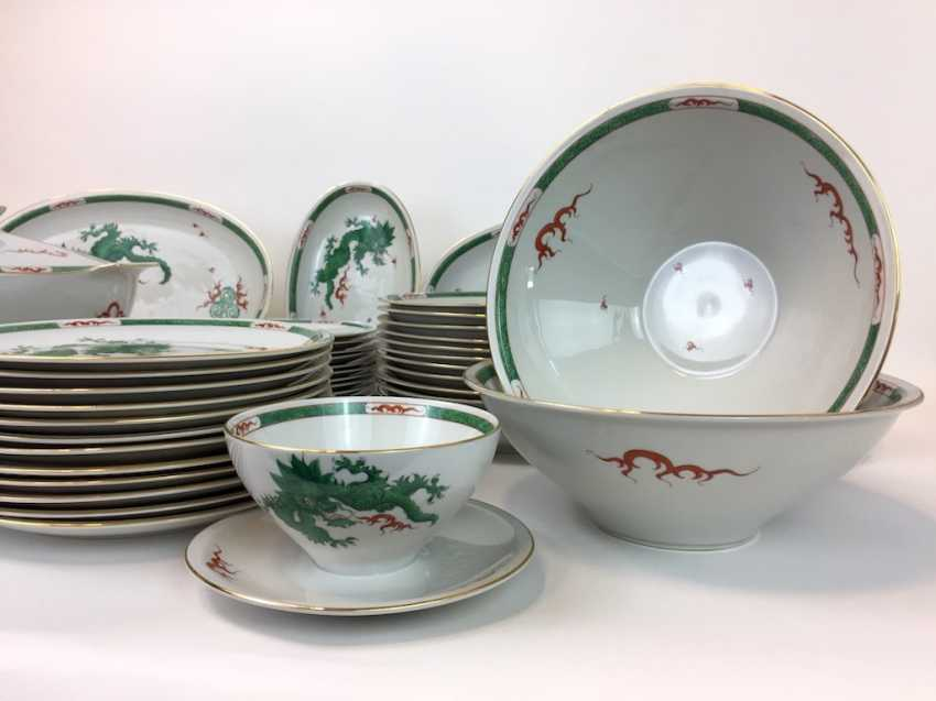 "Extensive food Service: Marked ""Meissen porcelain painting"", decorative Green dragon, gold edges, 12 people, very well - photo 5"