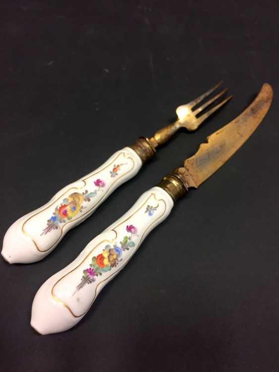Rare Cutlery: Meissen Porcelain. A knife and fork, plated, with porcelain handles. Around 1750! - photo 3