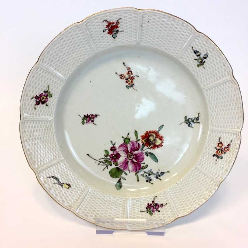 Baroque Plate: Relief, Border, Decorative Flowers Bouquet. Ludwigsburg, Germany around 1760. Very good. - photo 1